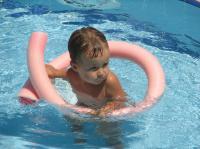 Викуля в бассейне