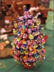 Нестандартная елка из конфет…