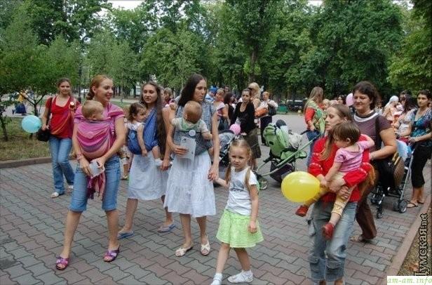Сеанс одновременного кормления грудью в Одессе