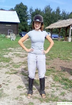 На коне