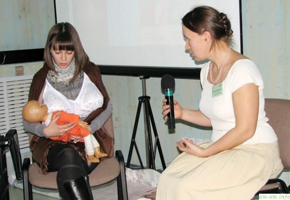 Конференция АКЕВ. Консультанты тренируются кормить большой грудью