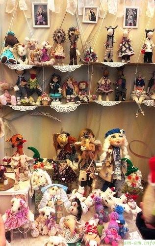 Куколки авторской работы на выставке