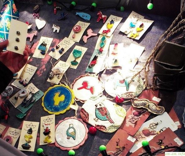 Керамические медальоны на выставке