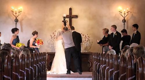 Свадебный фотограф не умеет снимать