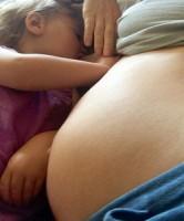 Молоко беременной, прогестерон и кормление грудью
