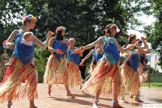 Гавайские слинготанцы от участниц кировской хореографической студии