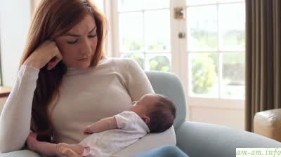 Женщину могут раздирать противоречивые чувства после родов