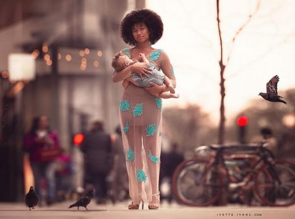 чернокожая мама в городе кормит грудью