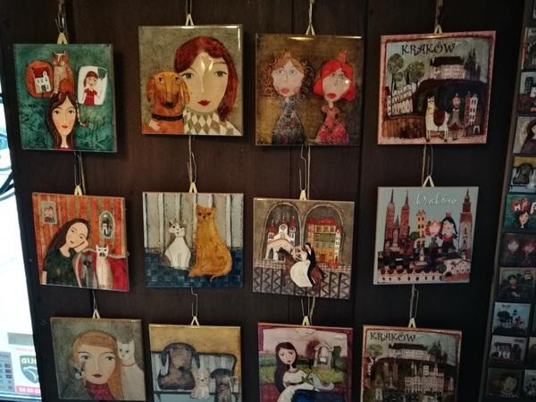 В одной из сувенирных лавок, оригинальные авторские керамические плитки-картинки на стену