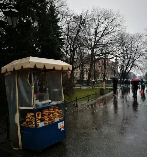 Бублики на улицах Кракова