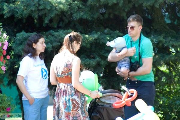 Консультация по ГВ под елочкой, Парад колясок, Минск 2014
