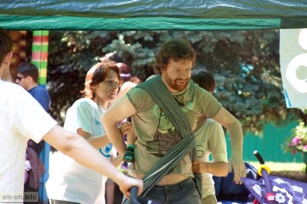 конкурс по пеленанию пап, Парад колясок, Минск 2014